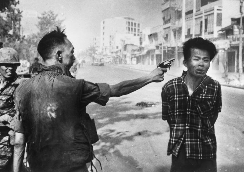 Thiếu tướng Nguyễn Ngọc Loan hành quyết tù binh năm 1968