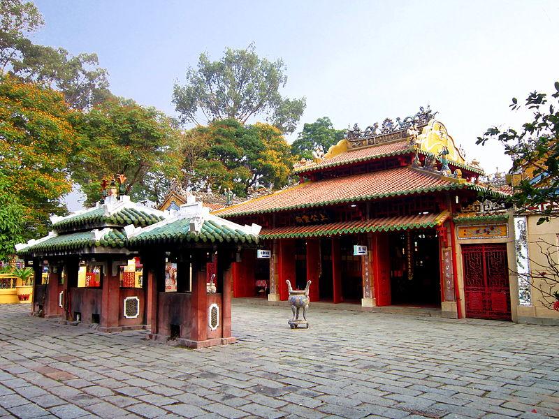 Đền thờ Tả quân Lê Văn Duyệt trong khu Lăng Ông Bà Chiểu. Ảnh: wikipedia.